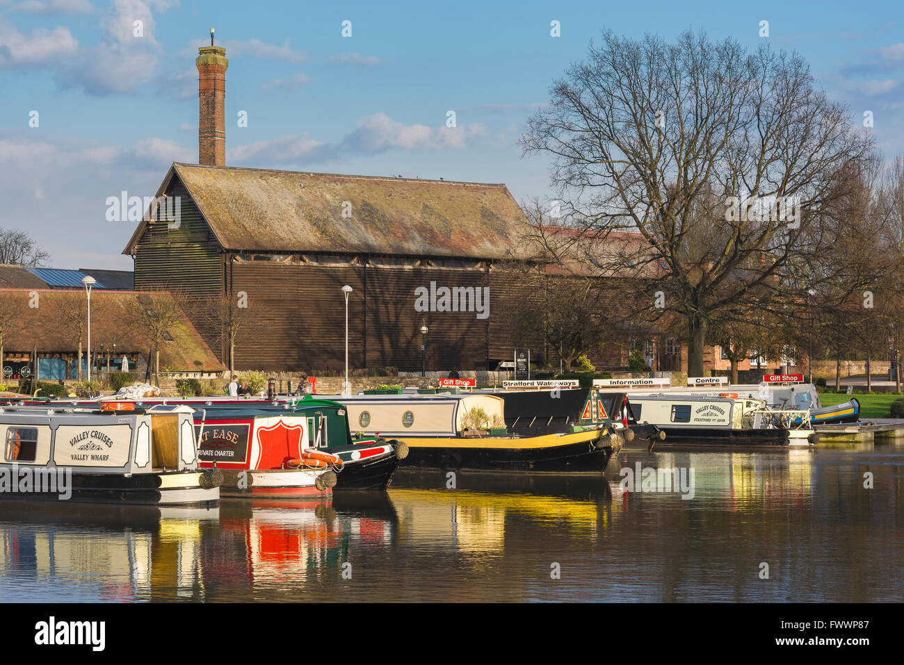 The canal beside Bancroft Gardens in the centre of Stratford Upon Avon, England. - Stock Image