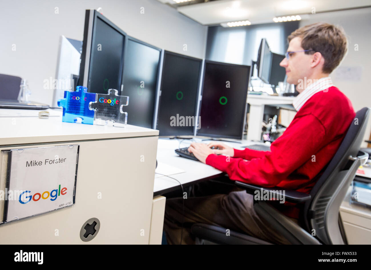 google office germany munich endless explorers munich germany 08th apr 2016 google employee sits at his desk during press tour the opening of new development center in