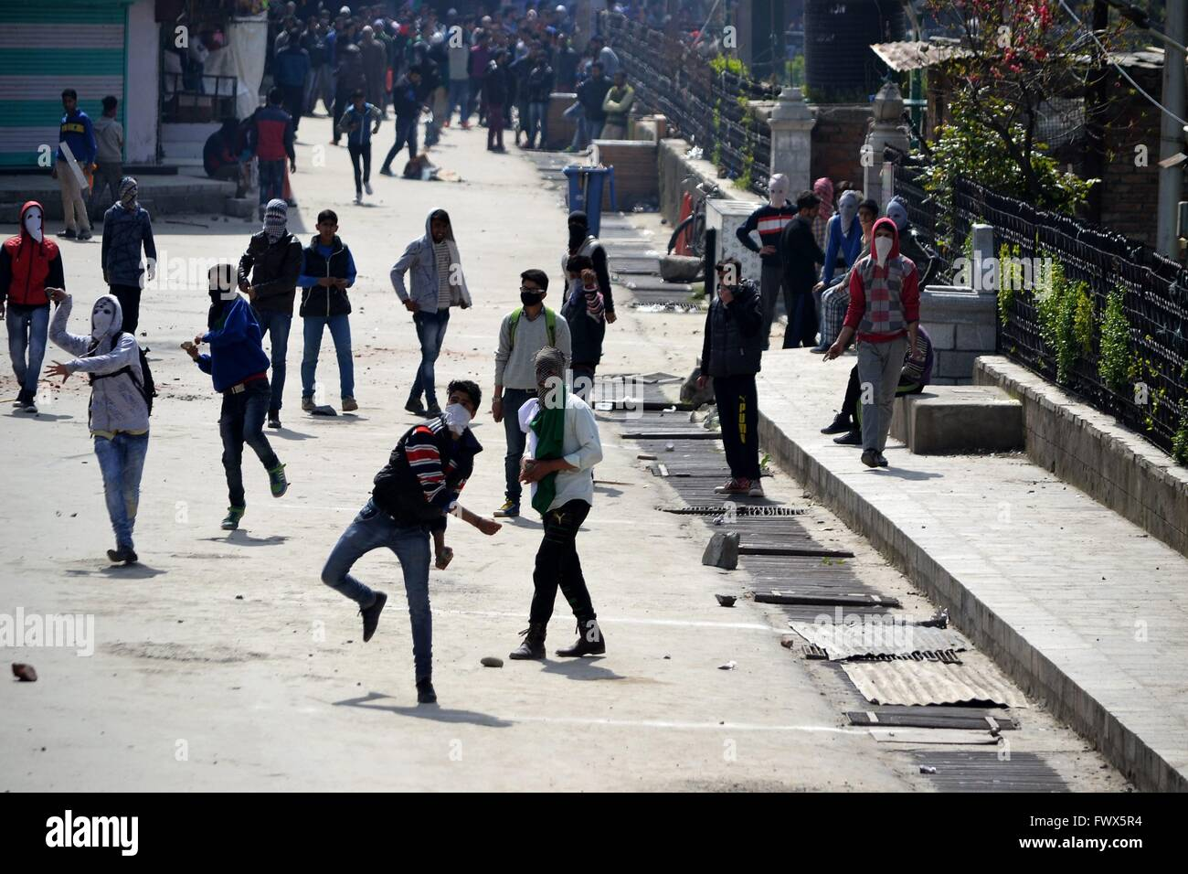 Srinagar, Kashmir. 8th April, 2016. Kashmiri Muslim protestors clash with Indian police during a protest in Srinagar, - Stock Image