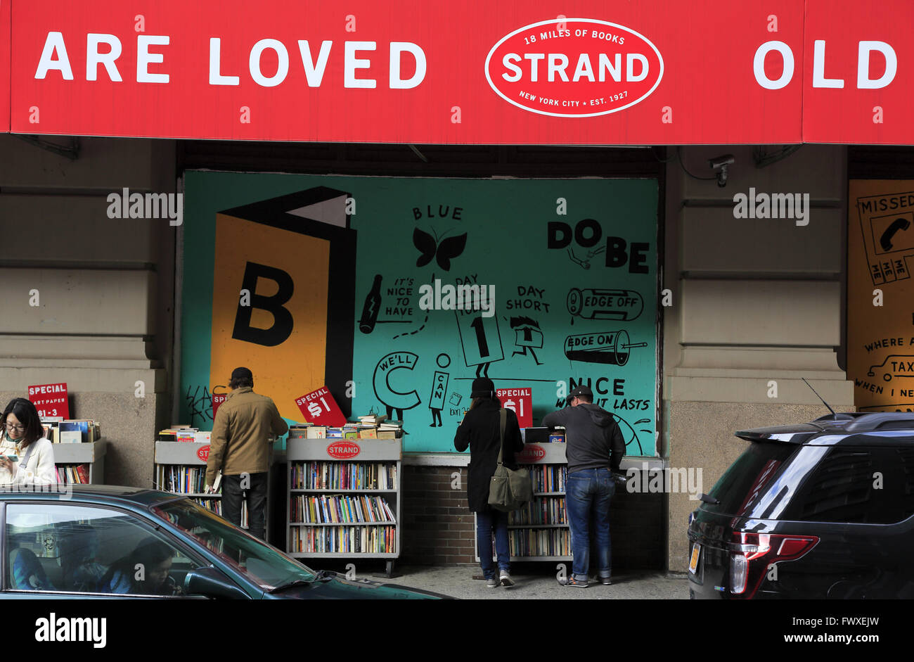 books for sale on sidewalk outside of Strand Bookstore in Greenwich Village, Manhattan, New York City, USA - Stock Image