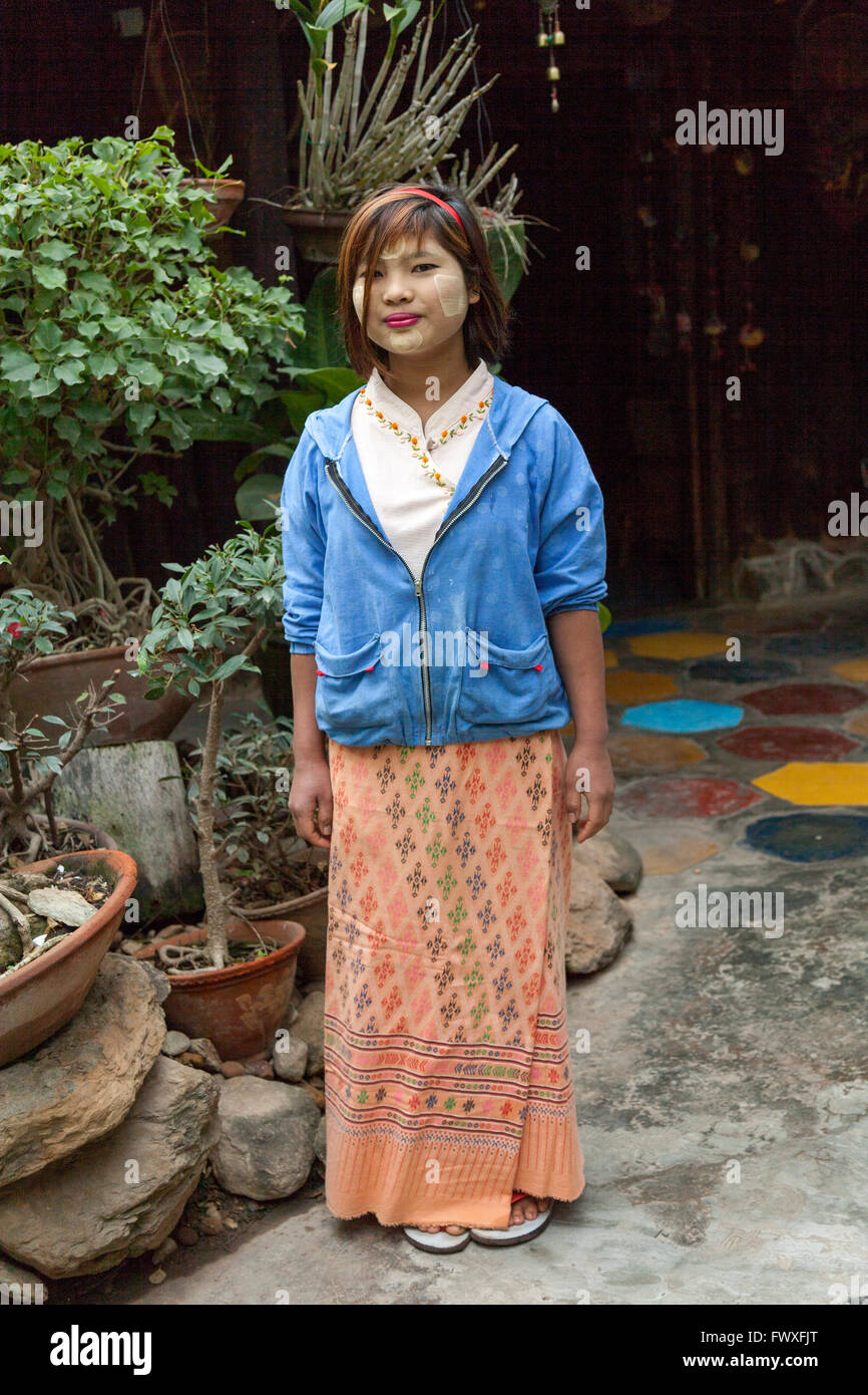 Young girl having made herself up with thanaka (Nyaungshwe). This plant powder is now used by City Burmese women - Stock Image