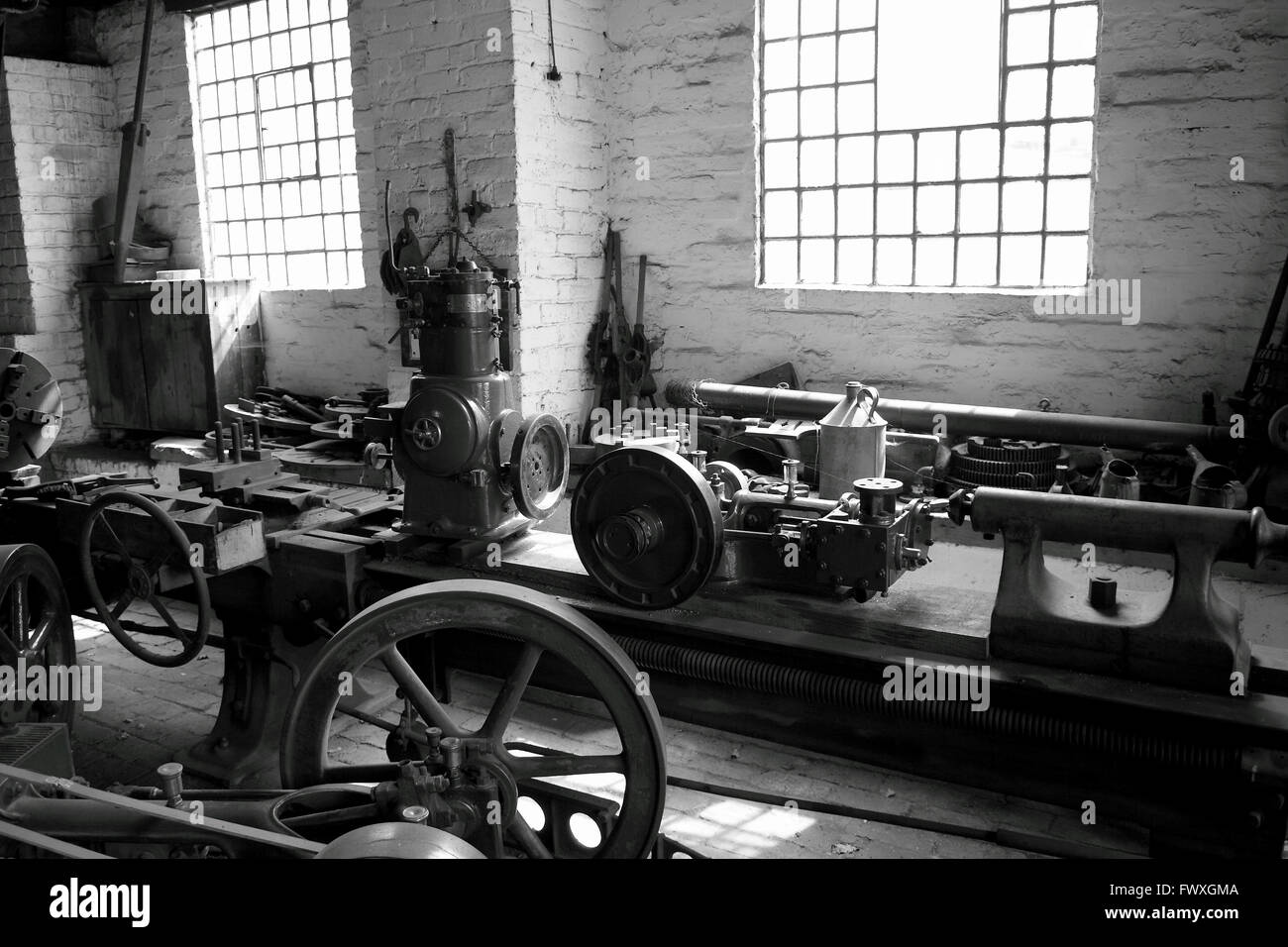 Factory workshop old machinery Stock Photo: 102002106 - Alamy