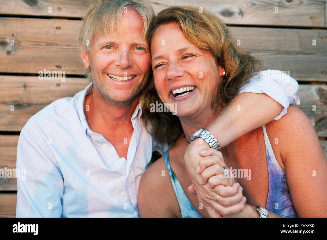 Sweden, Stockholm, Sodermanland, Dalaro, Portrait of mature couple embracing - Stock Image