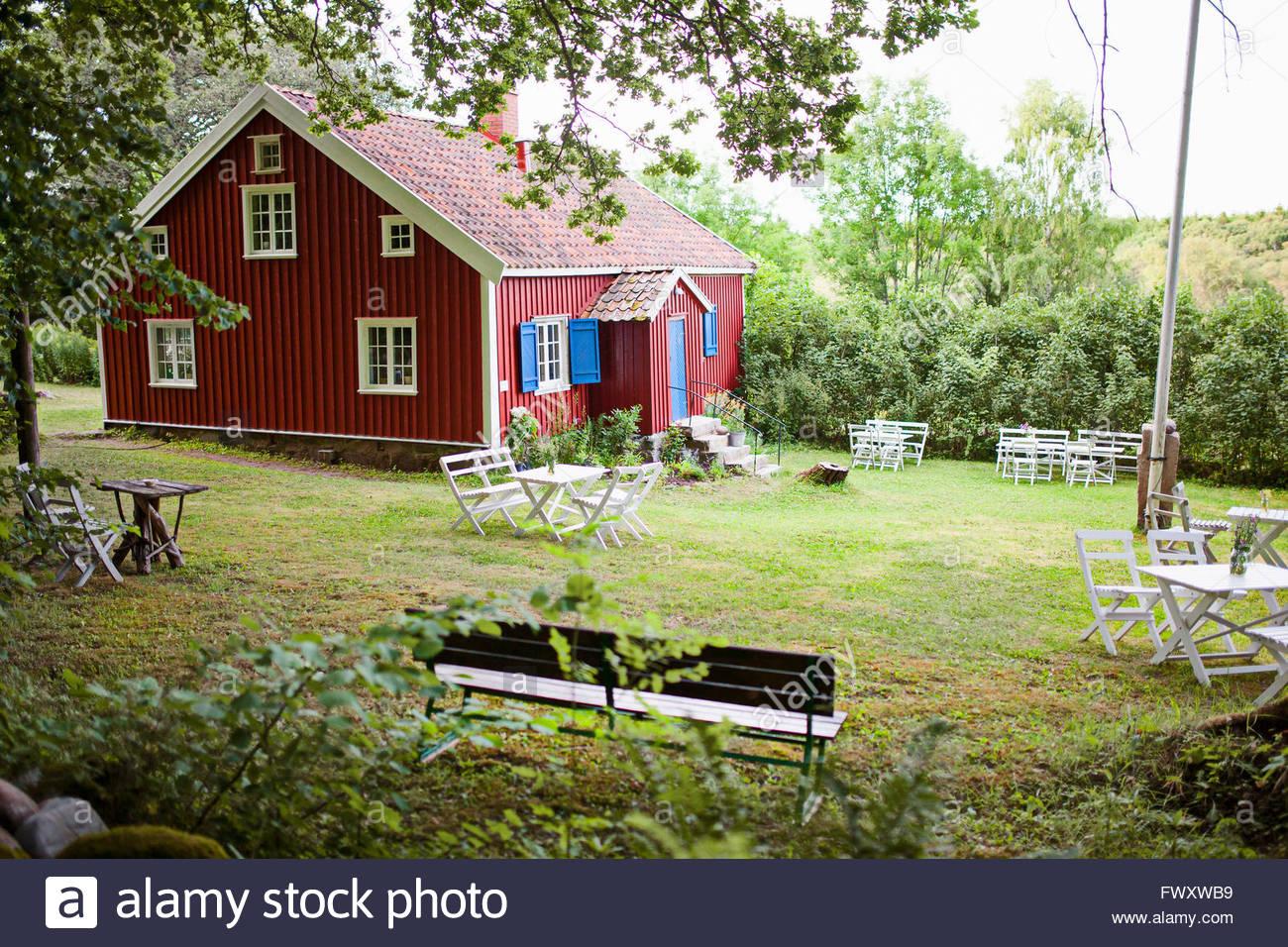 Sweden, Bohuslan, West Coast Archipelago, Grebbestad, Wooden house with front yard - Stock Image