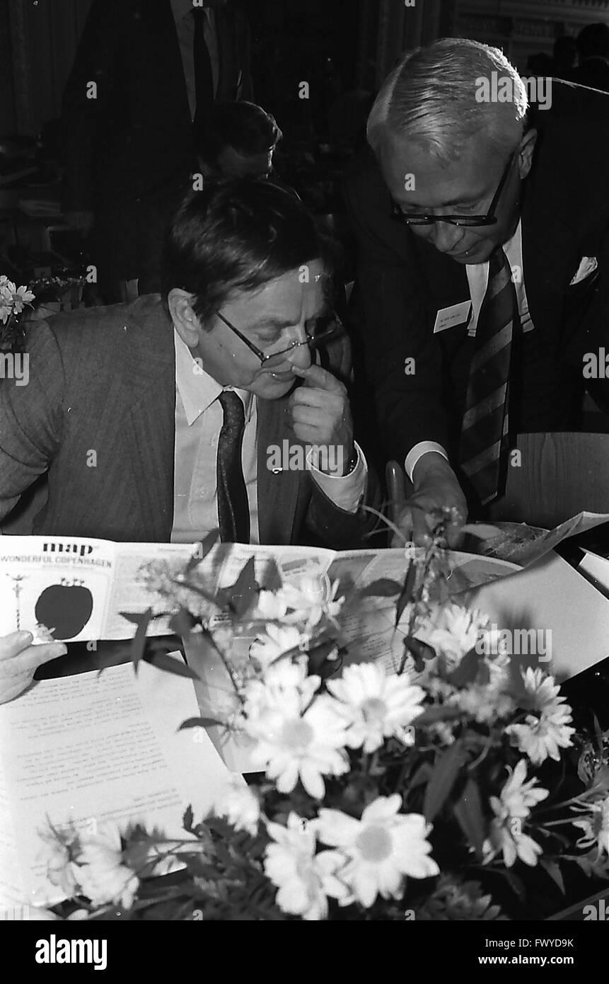Copenhagen/Denmark/ (historical images 1985 ) Danish prime minister Anker Jorgensen (Anker Jørgensen)at left - Stock Image