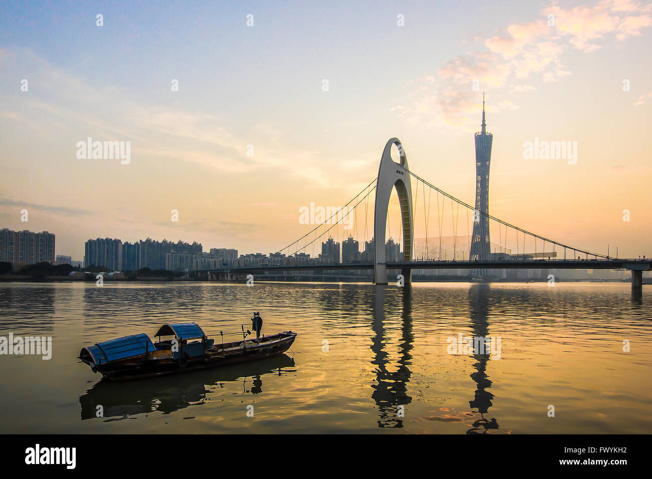 The evening of pearl river boats on the Liede Bridge - Stock Image