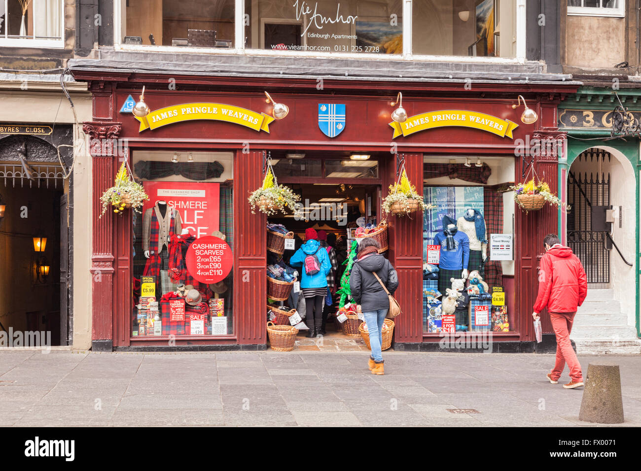 James Pringle Weavers, cashmere and tartan shop in the Royal Mile, Edinburgh, Scotland, UK - Stock Image