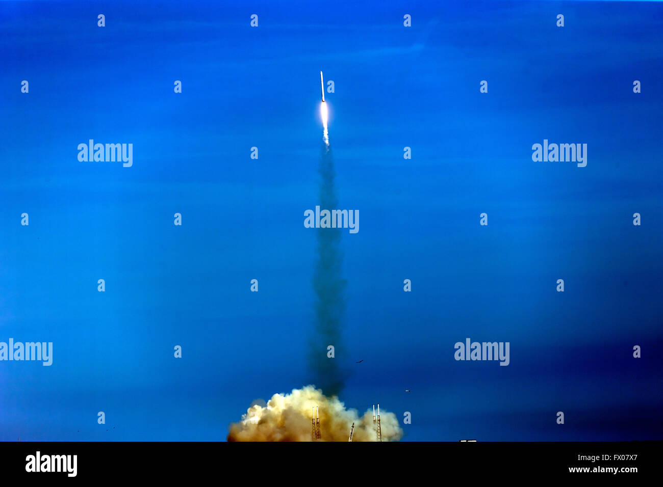 A few seconds into the launch of SpaceX's Falcon 9 rocket as it clears the launch pad at NASA's  Kenedy - Stock Image