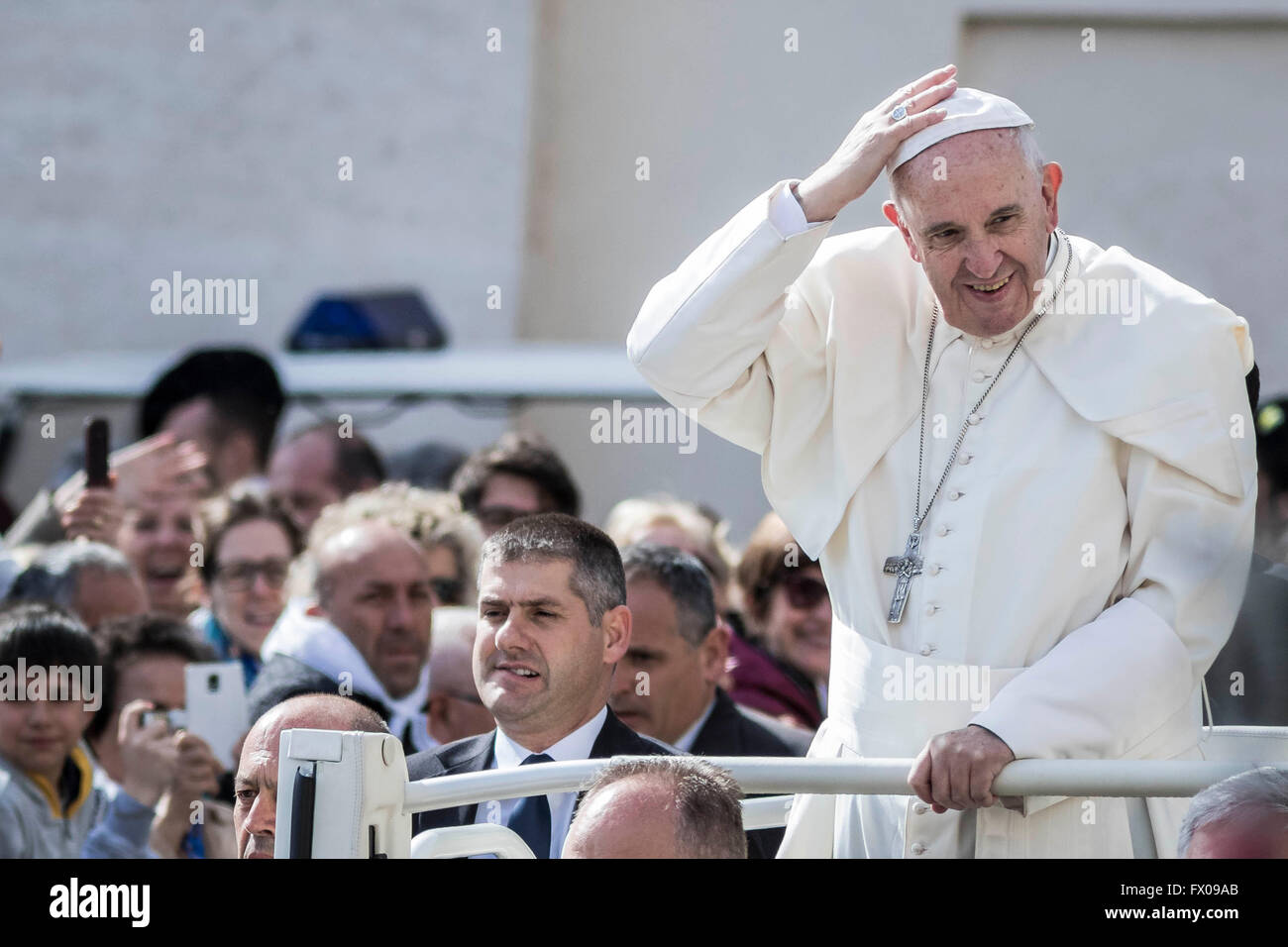 Vatican City, Vatican. 09th Apr, 2016. Pope Francis greets the faithful as he arrives to hold a special Jubilee Stock Photo