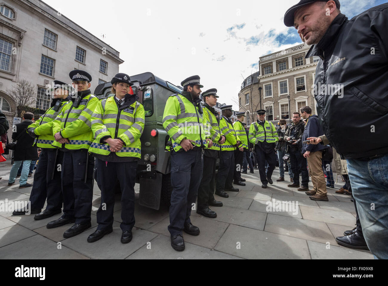 London, UK. 9th April 2016. 'David Cameron Must Resign' demonstration outside the Connaught Rooms location of the - Stock Image