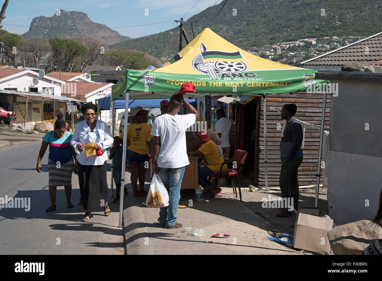 The last weekend for Southern African citizens to register to vote in the next election. Residents seen at the canvassing - Stock Image