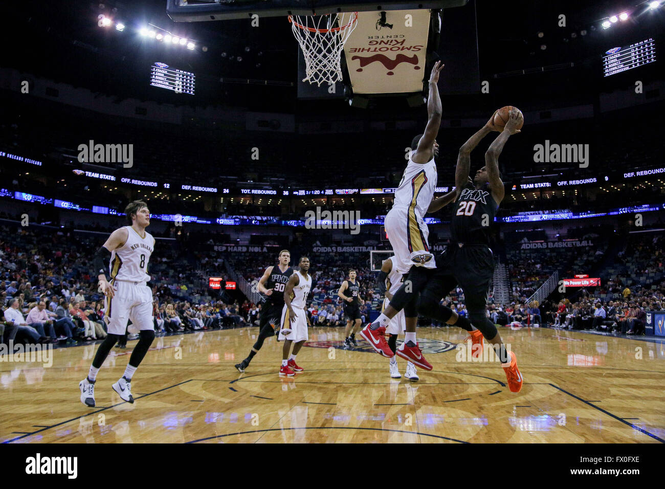 New Orleans, LA, USA. 09th Apr, 2016. Phoenix Suns guard Archie Goodwin (20) shoots a jumpshot during an NBA basketball - Stock Image