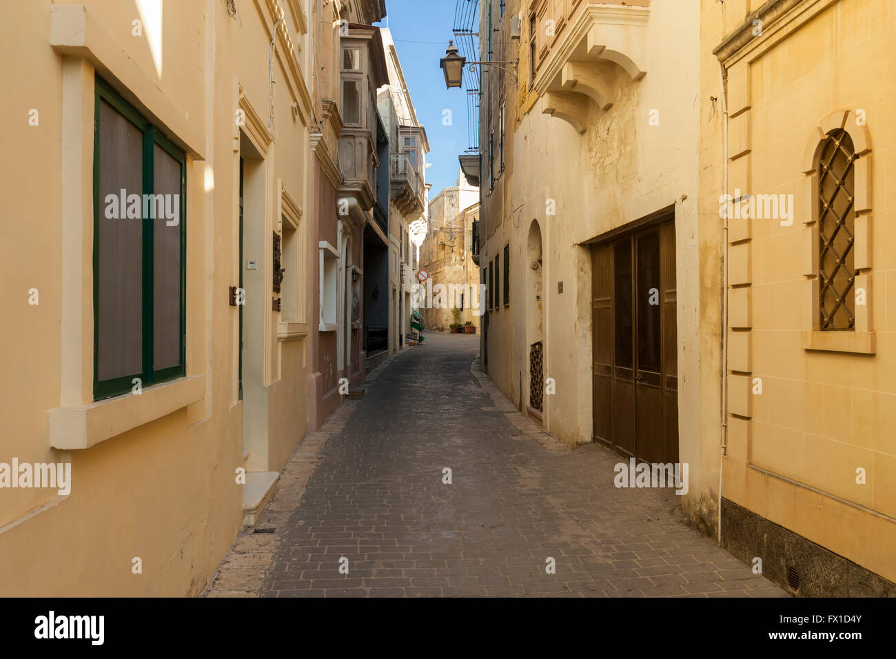 Narrow street in Victoria (Rabat) on Gozo, Malta. - Stock Image