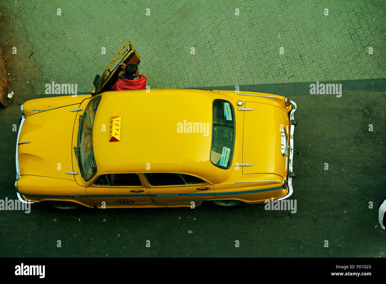 The grand old yellow ambassador taxi of Kolkata - Stock Image