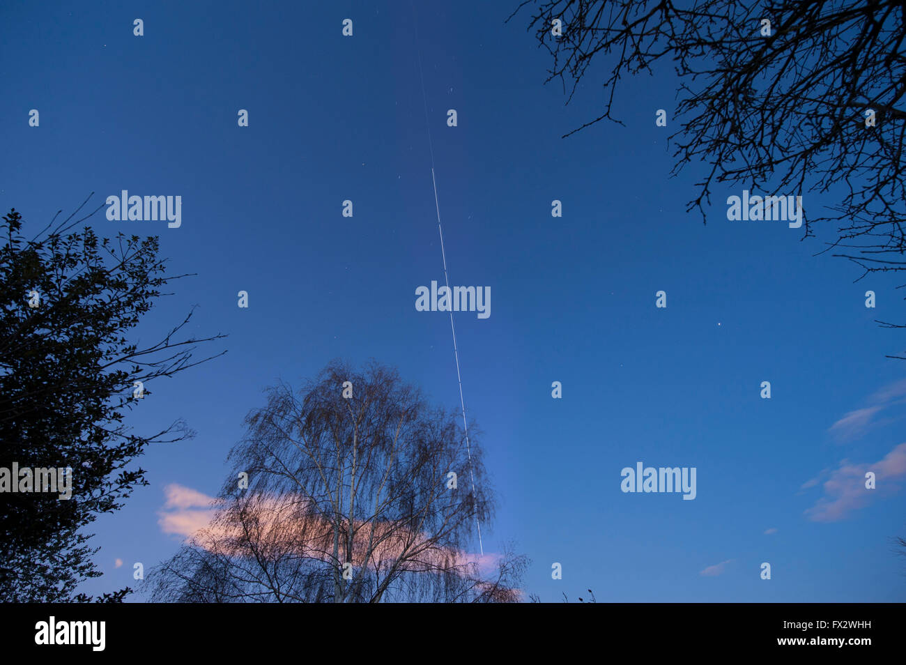 Wimbledon, London, UK. 9th April, 2016. 2 spacecraft above London - the International Space Station tracks across - Stock Image
