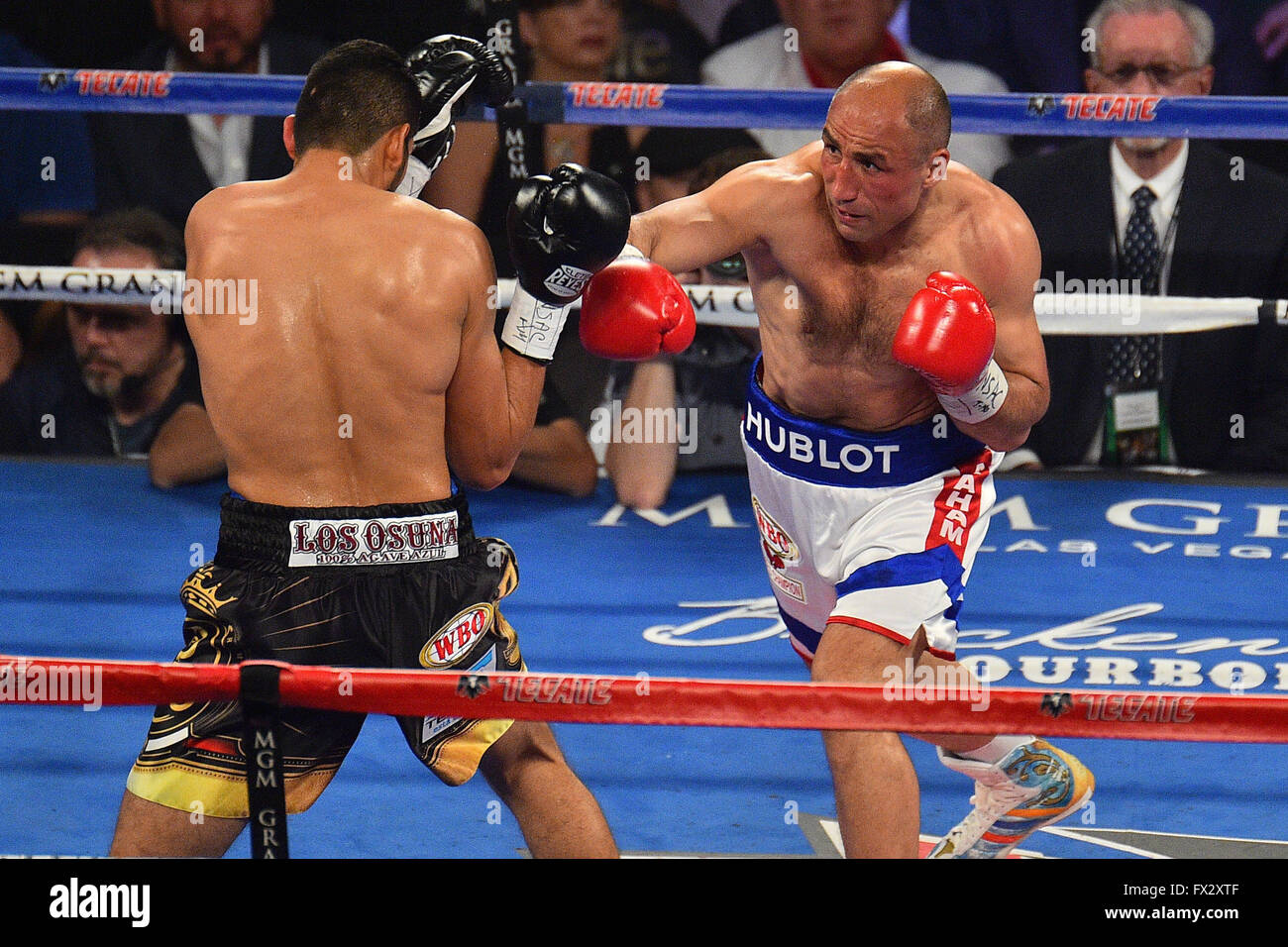 Las Vegas, Nevada, USA. 9th April, 2016. Arthur Abraham (Berlin, Germany) throws a punch during the Abraham vs. Stock Photo