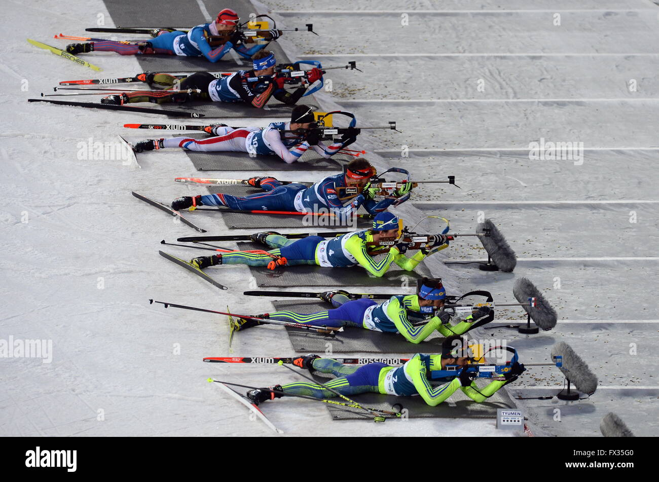 Tyumen, Russia. 10th Apr, 2016. Biathletes compete in the skiers' and biathletes' mixed relay race for the - Stock Image