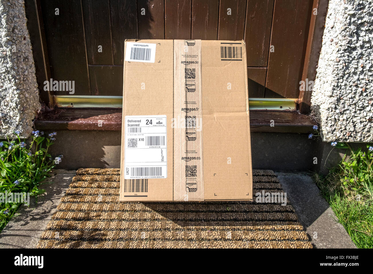Amazon delivery left outside house on the doorstep & Amazon delivery left outside house on the doorstep Stock Photo ...