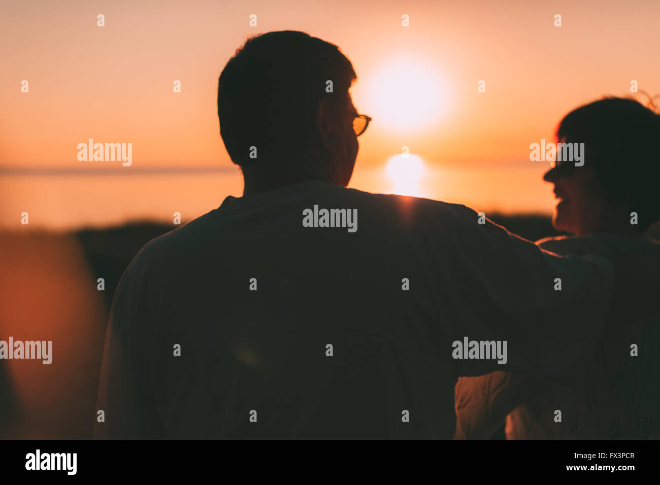 Silhouette Couple Sitting Bench Sunset Bench Stock Photos ... for bench silhouette back  157uhy