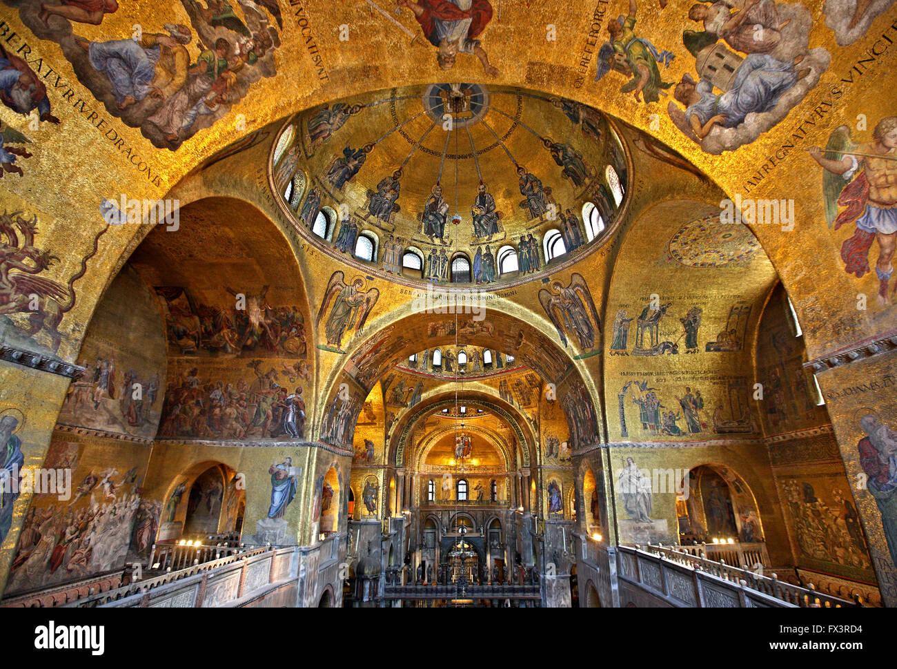 Amazing mosaics inside the basilica di san marco st mark for Esterno basilica di san marco