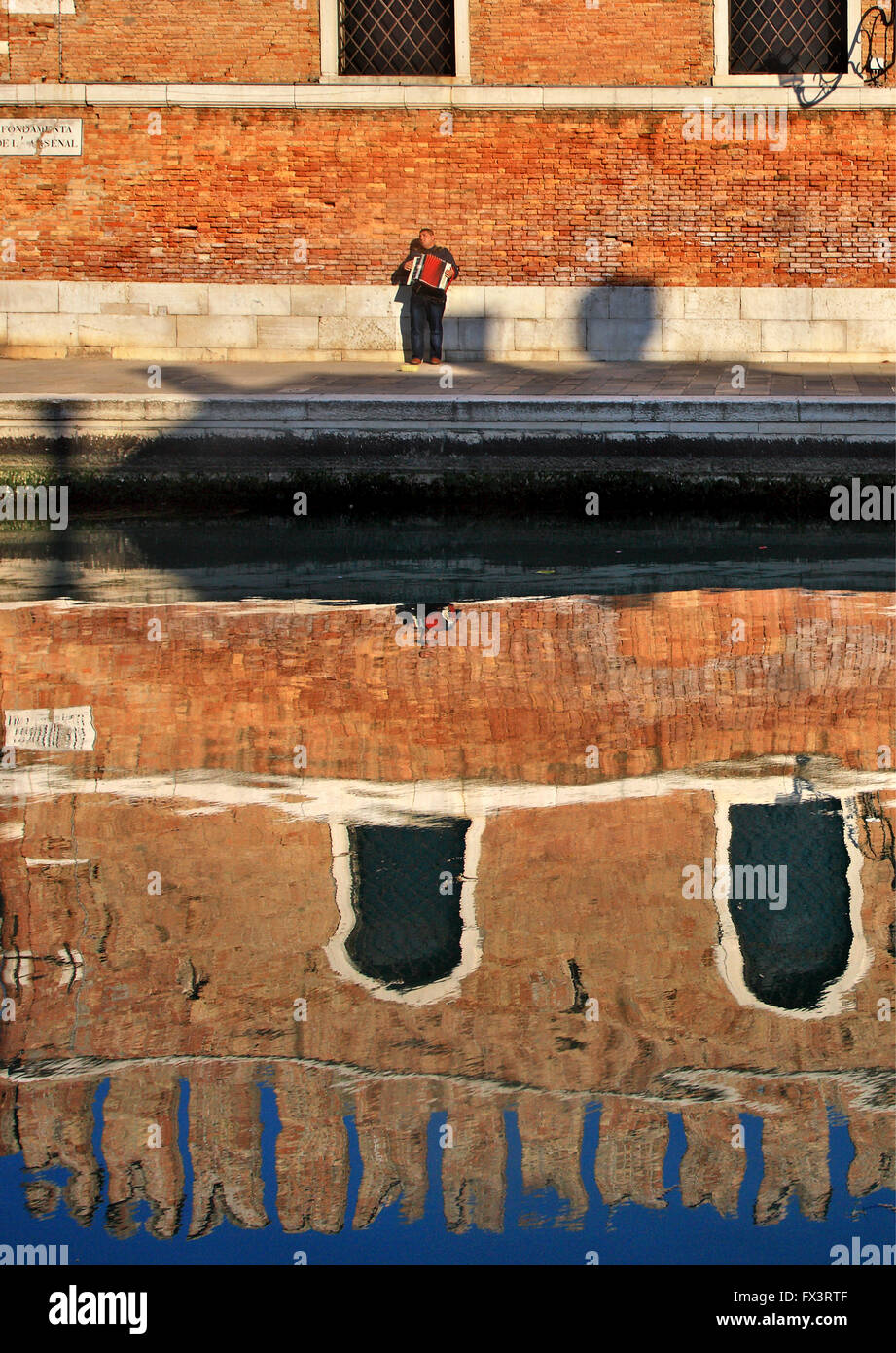 Accordion player outside the Arsenale (shipyards), Sestiere di Castello, Venezia (Venice), Italy. - Stock Image