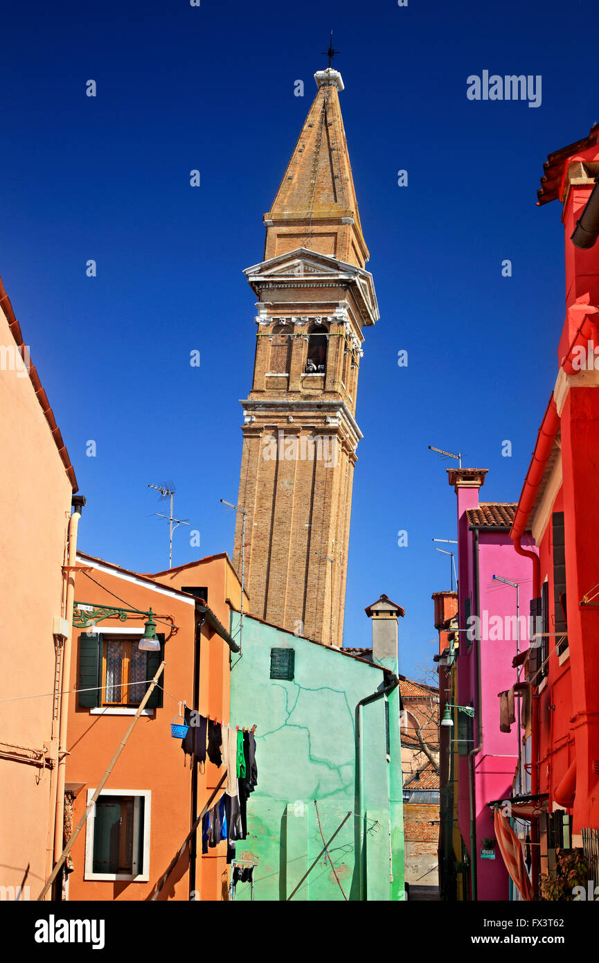The reclining bell tower of San Martino behind colorful houses of picturesque  Burano island, Venice, Veneto, Italy. - Stock Image