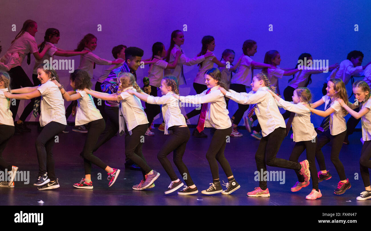 St Albans, England. 10 April 2016. Students aged 5 – 18 from the Living the Dream School of Performing Arts perform - Stock Image