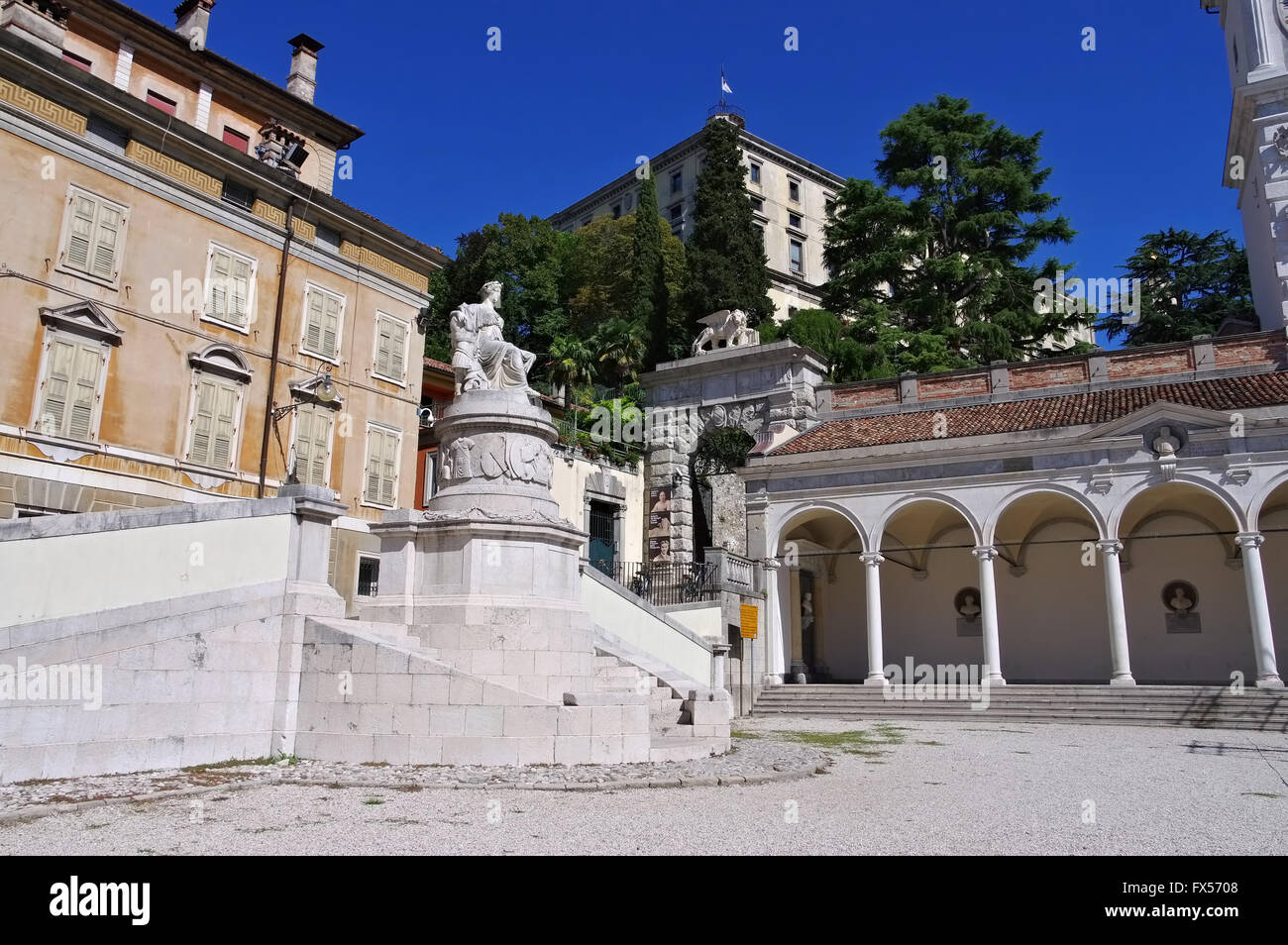 Udine Piazza della Liberta im Zentrum - Udine, Udine Piazza della Liberta in the city - Stock Image