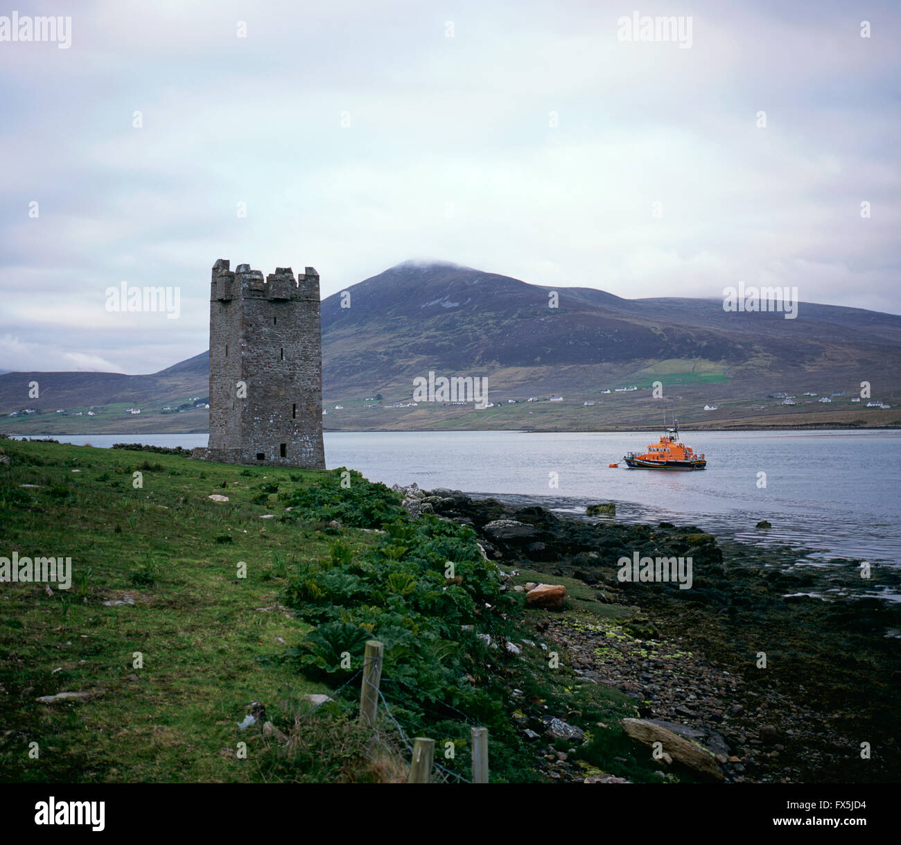 Granuaile's Tower, Kildavnet, also known as Grace O'Malleys Castle, constructed in the 15th Century on the - Stock Image
