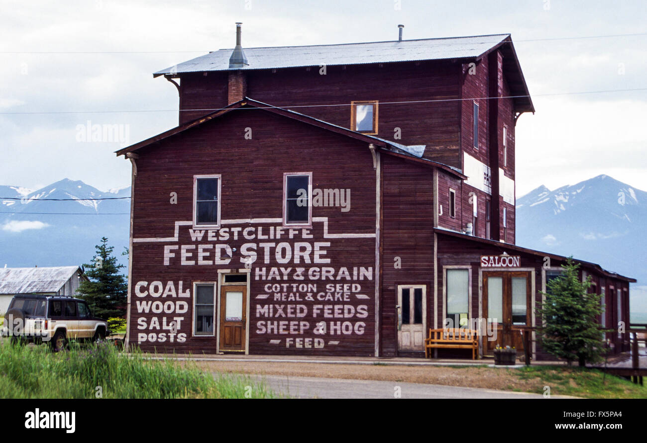 Rural feedstore at Westcliffe at the fort of the Sangre de Cristo Range in eastern Colorado, USA - Stock Image
