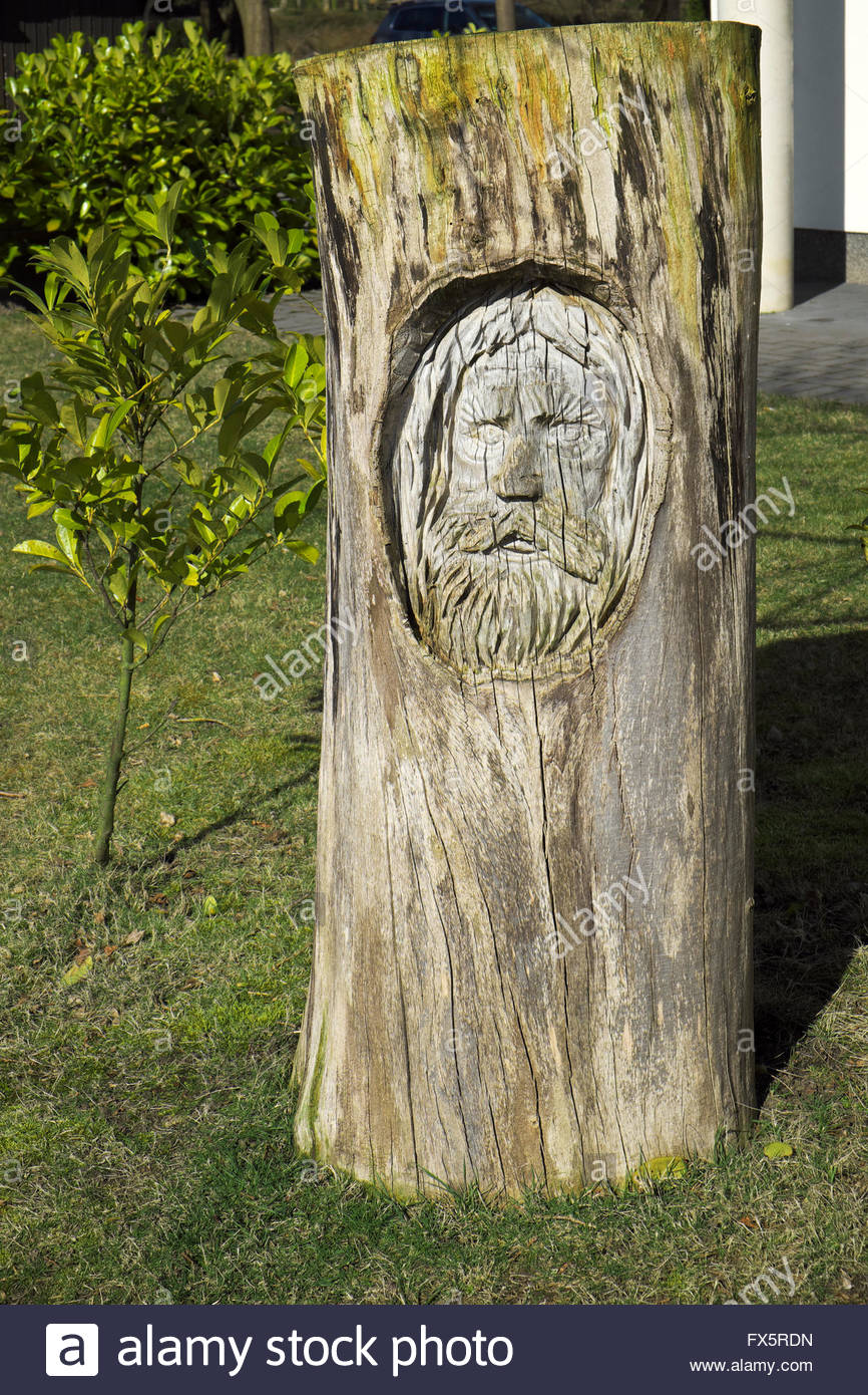 Wood sculpture by Horst Nebel at the Haus am See - Seestern, by the shore of Lake Haselünne in Emsland, Lower - Stock Image