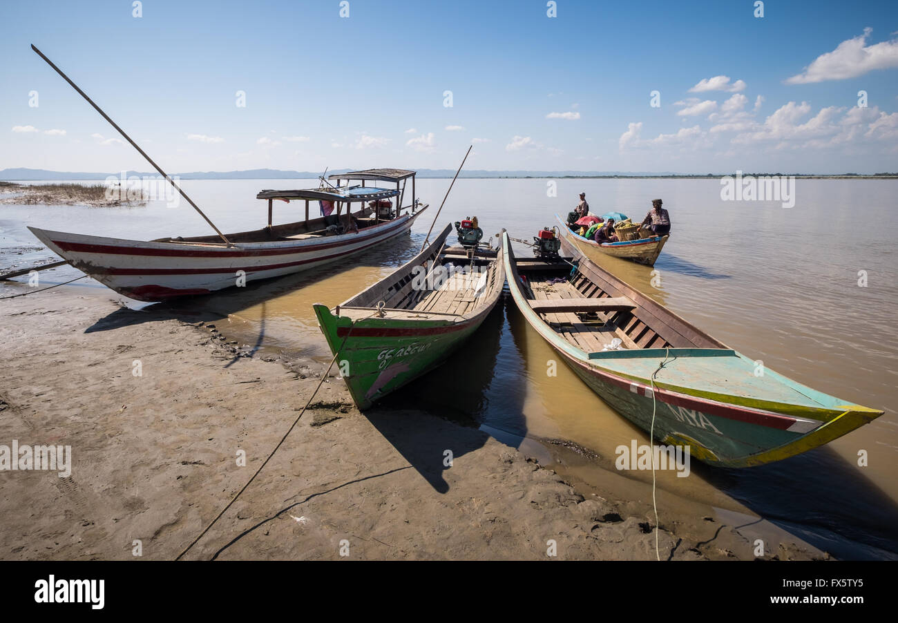 Boats on the Irrawaddy River near Nyaung-U, Myanmar - Stock Image