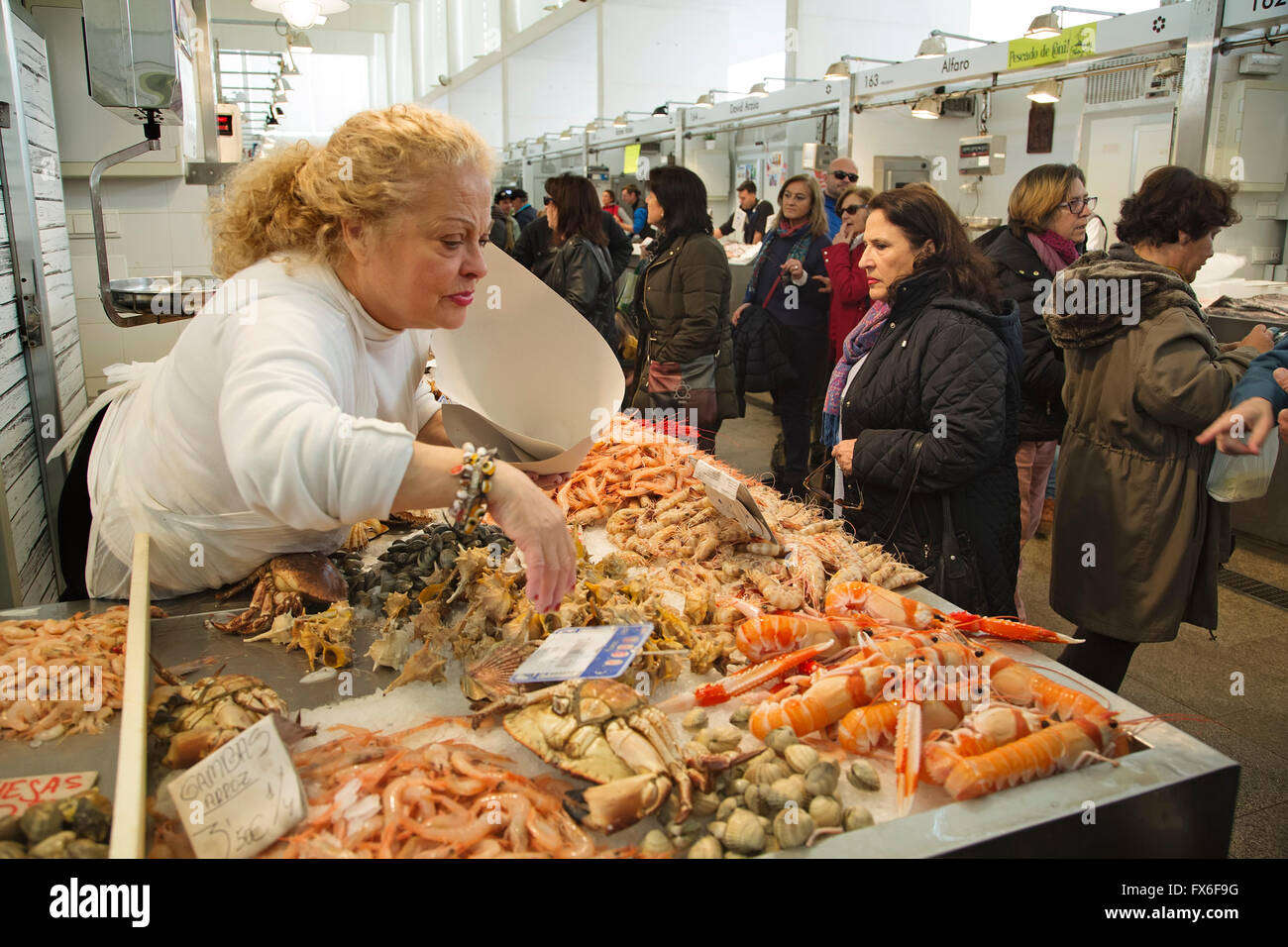 Fishmonger, Central Fish Market. Cadiz City, Andalusia Spain. Europe - Stock Image