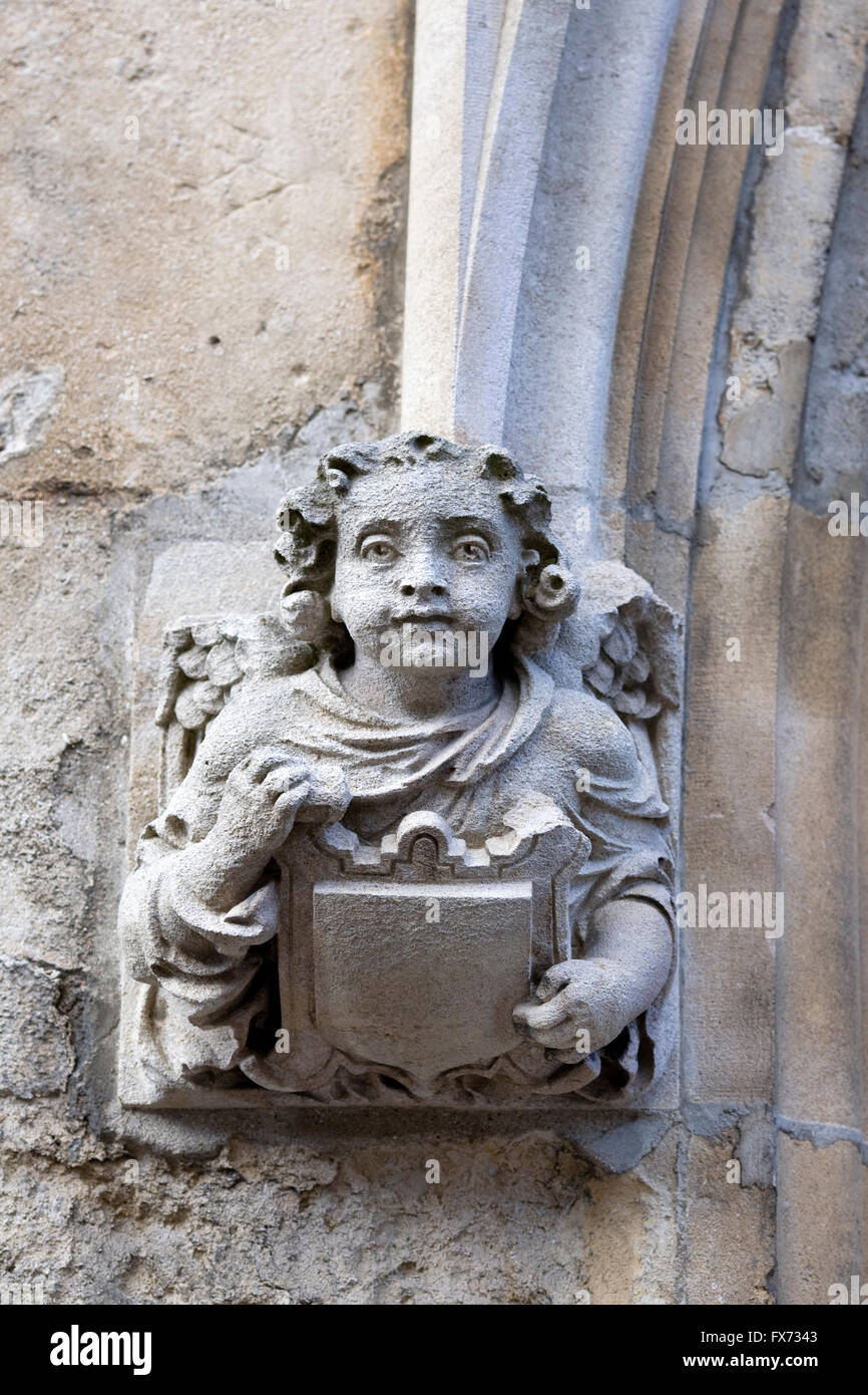 Angel sculpture at the entrance to an Oxford college. - Stock Image