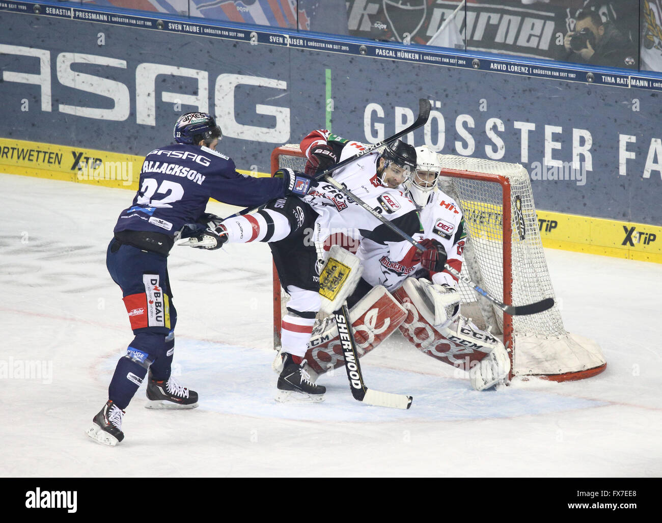 Goal mouth action from a professional ice hockey match between Berlin's Eisbären and Cologne, March 2016 - Stock Image