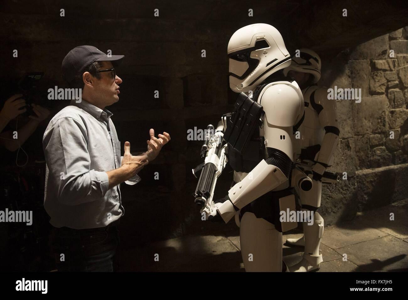 Star Wars: Episode VII - The Force Awakens Year : 2015 USA Director : J.J. Abrams J.J. Abrams, John Boyega Shooting - Stock Image