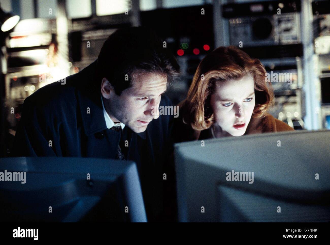 The X Files TV Series 1993 - 2002 USA 1994 Season 2 Created by Chris Carter David Duchovny , Gillian Anderson - Stock Image