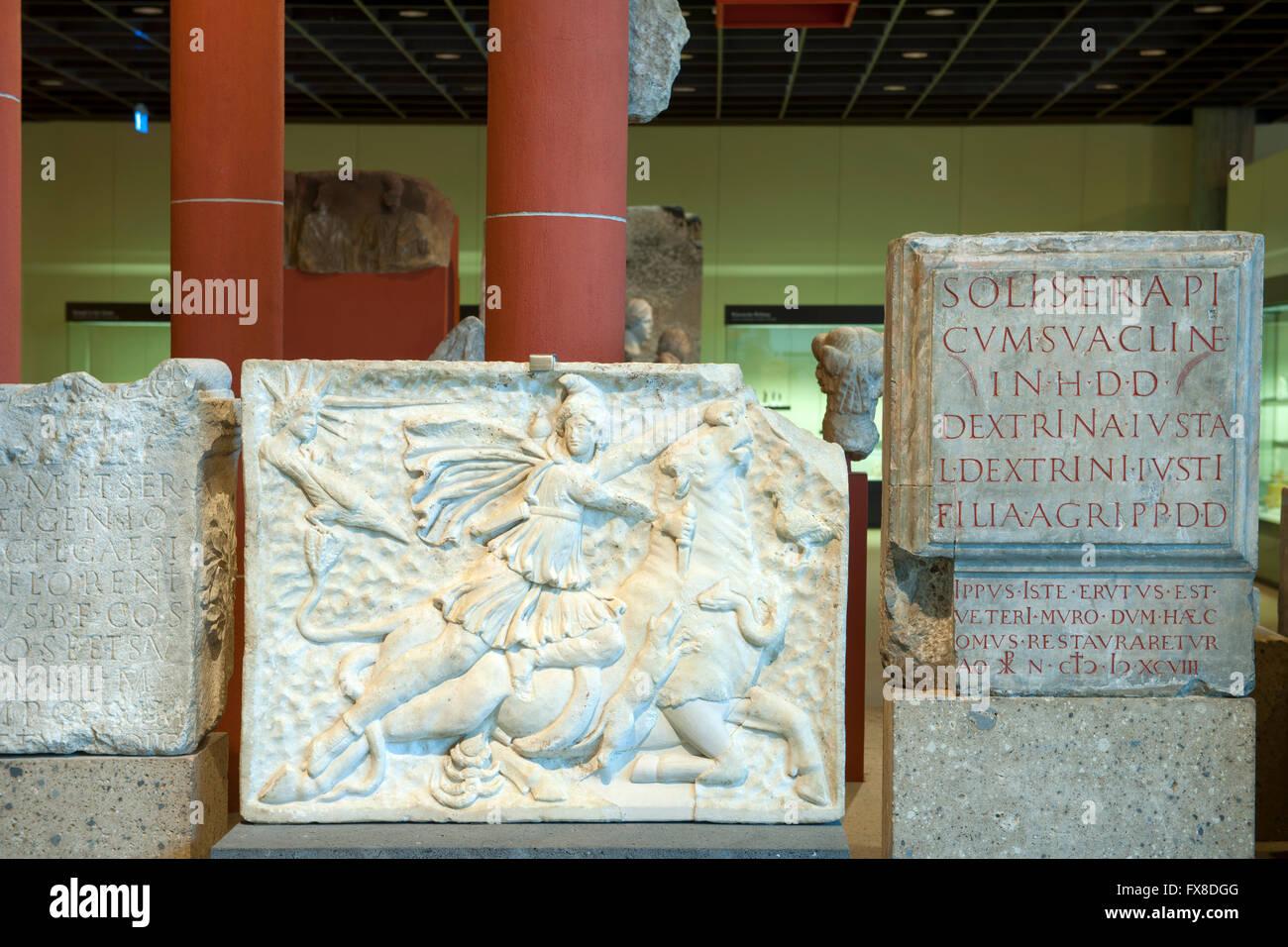 Köln, Innenstadt, Roncalliplatz, Römisch-Germanisches Museum. Das Relief zeigt das zentrale Ereignis im - Stock Image