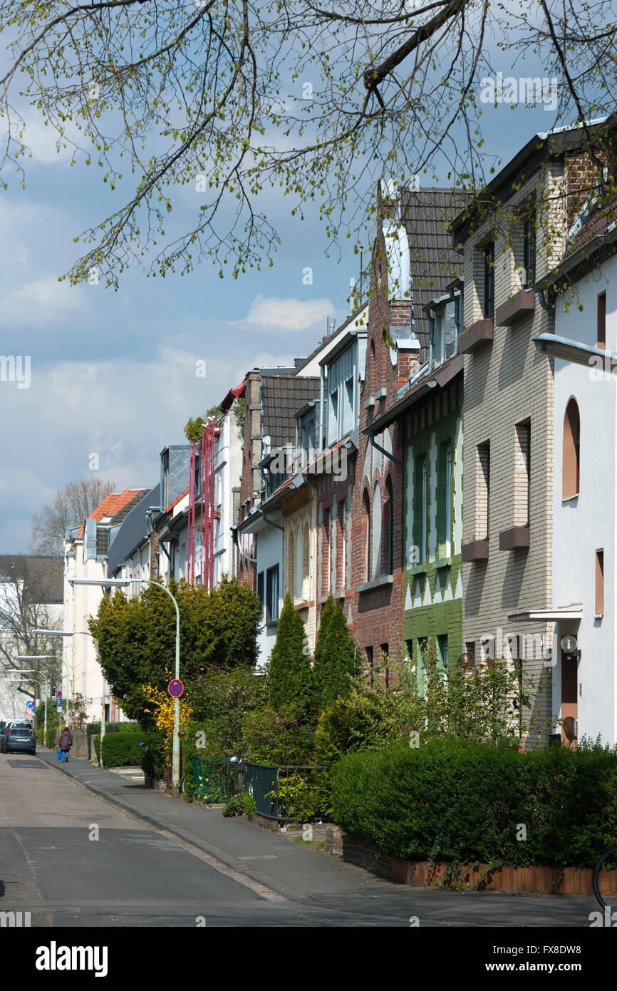 Köln, Nippes, Eisenachstrasse, wohnen in Dreifensterhäusern Stock Photo