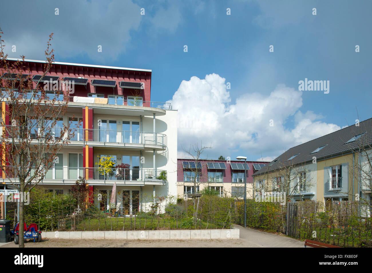 """Köln, Nippes, autofreie Siedlung Stellwerk 60 das """"Eisenbahn-Quartier"""" Stock Photo"""
