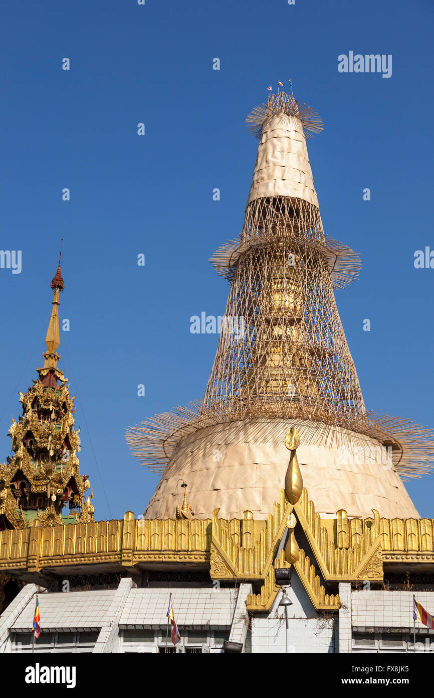 The remarkable bamboo scaffolding surrounding with the zedi (151 ft in height) of the Sule pagoda, at Yangon (Myanmar). - Stock Image
