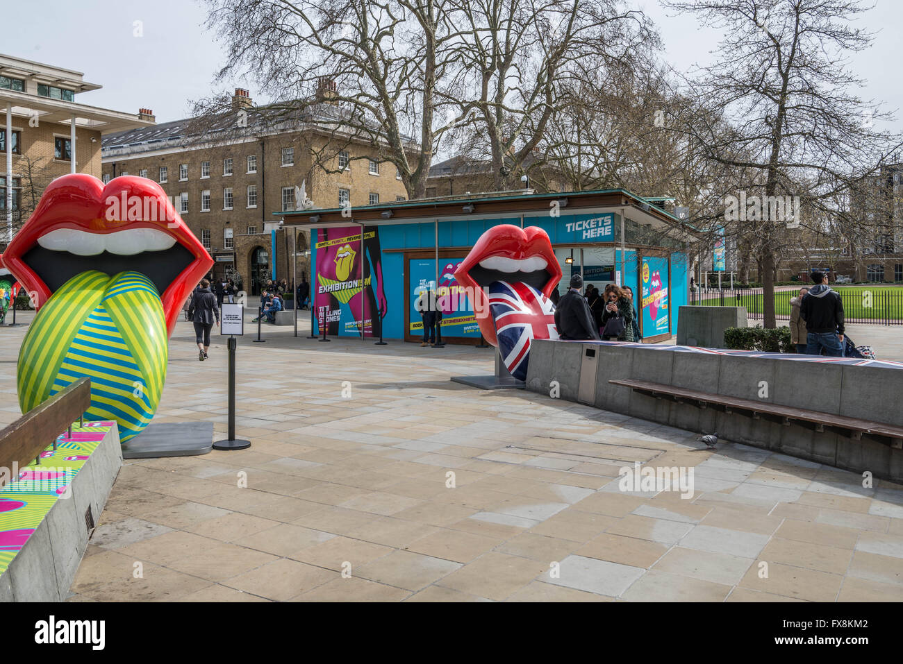 Ticket office and street sculpture for the Rolling Stones exhibition at the Saatchi Gallery in Chelsea, London. - Stock Image