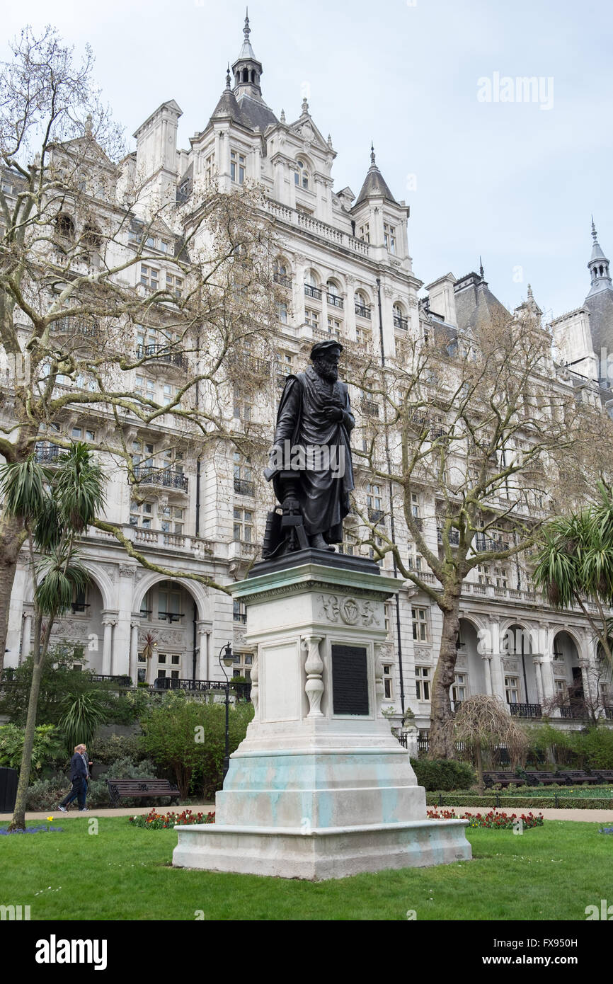 A Statue Of William Tyndale In London S Victoria Embankment Gardens