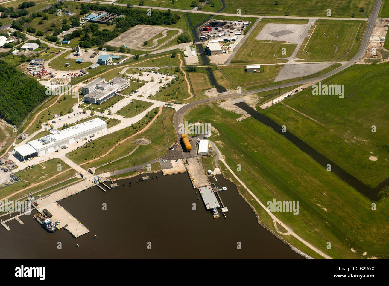 New Orleans, Louisiana, USA. 12th April, 2016. Aerial view of the last Space Shuttle external fuel tank begins a - Stock Image