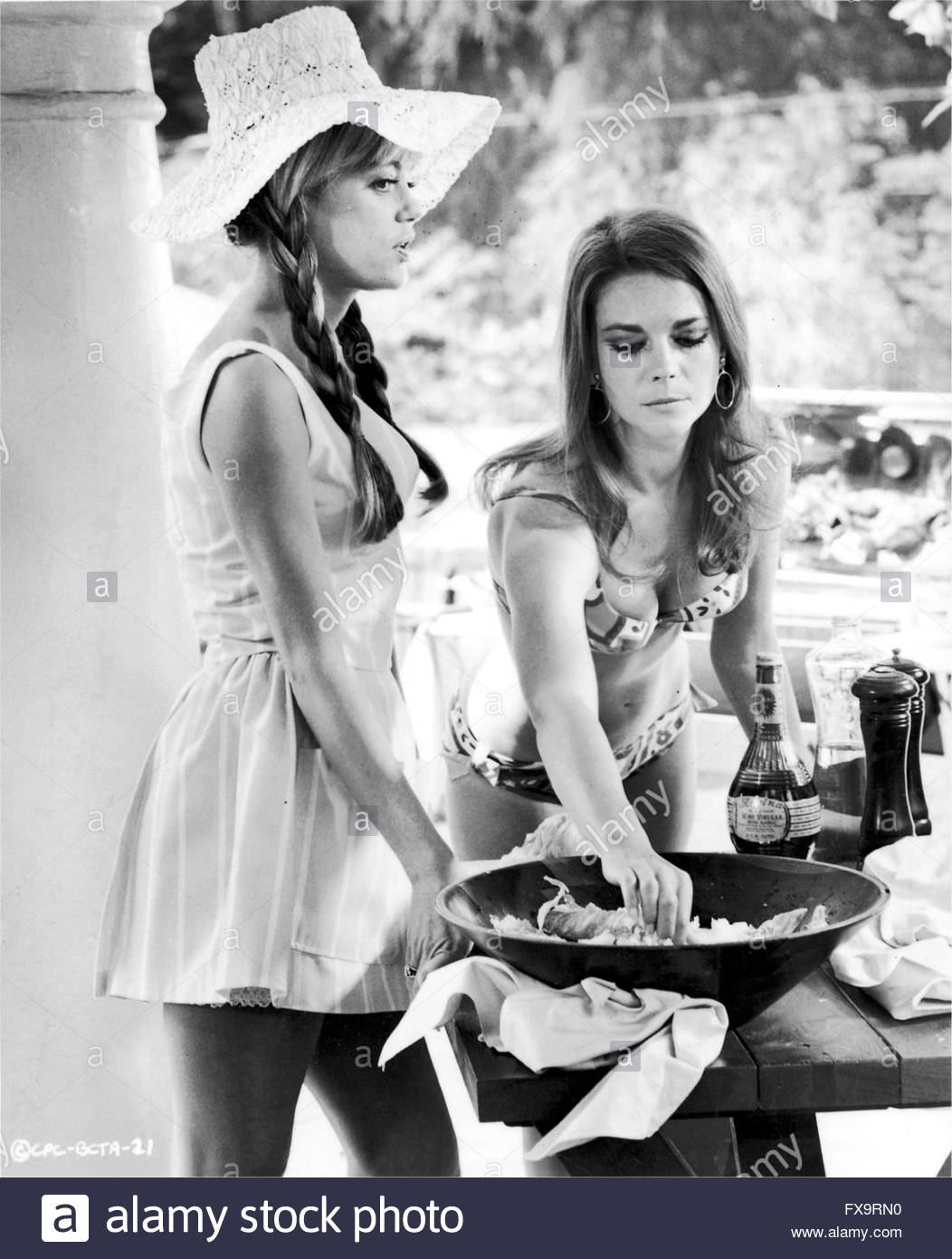 BOB & CAROL & TED & ALICE (1969), directed by Paul Mazursky.  Pictured:  Dyan Cannon, Natalie Wood  - Stock Image