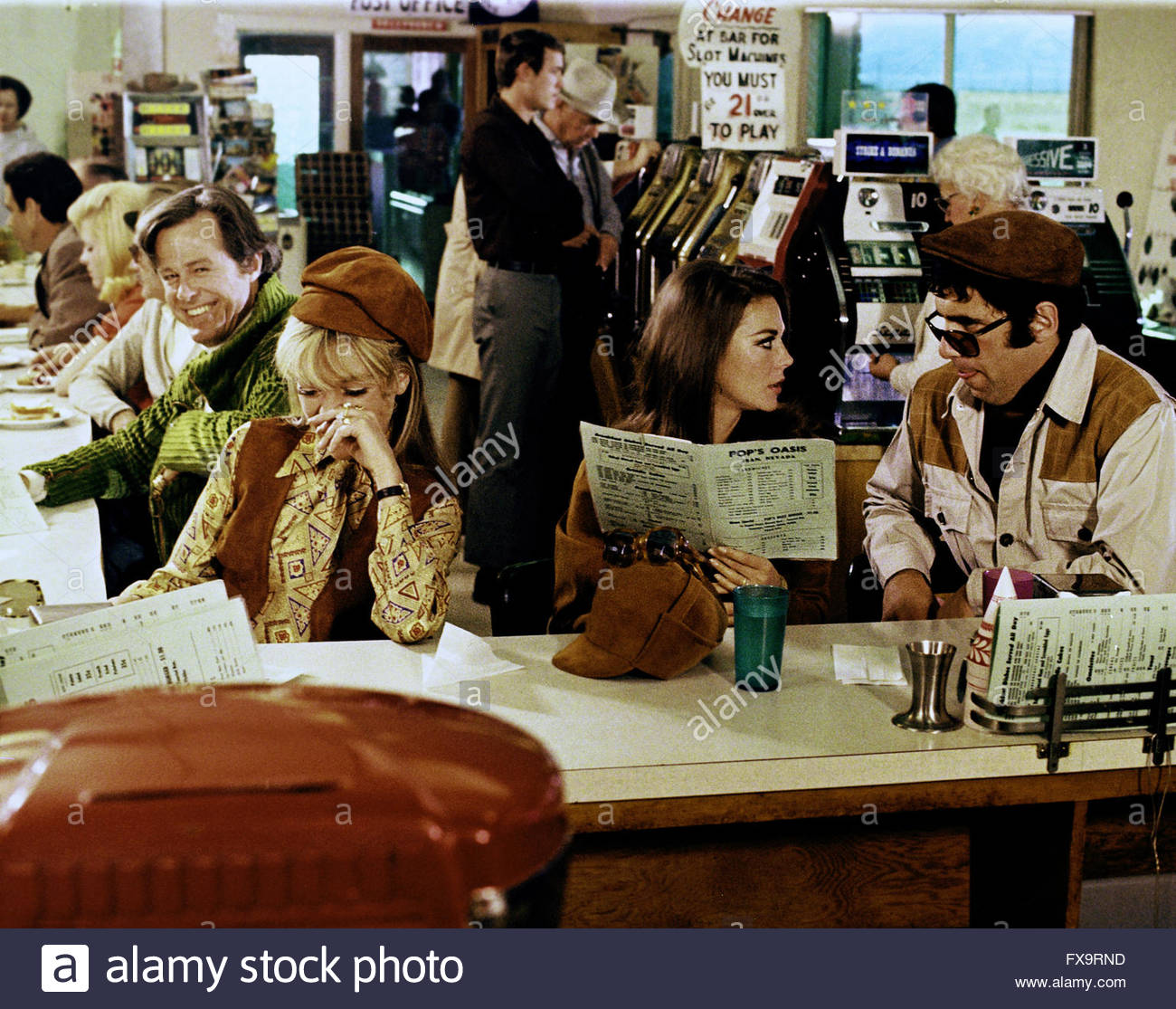 BOB & CAROL & TED & ALICE (1969), directed by Paul Mazursky.  Pictured:  Robert Culp, Dyan Cannon, Natalie - Stock Image