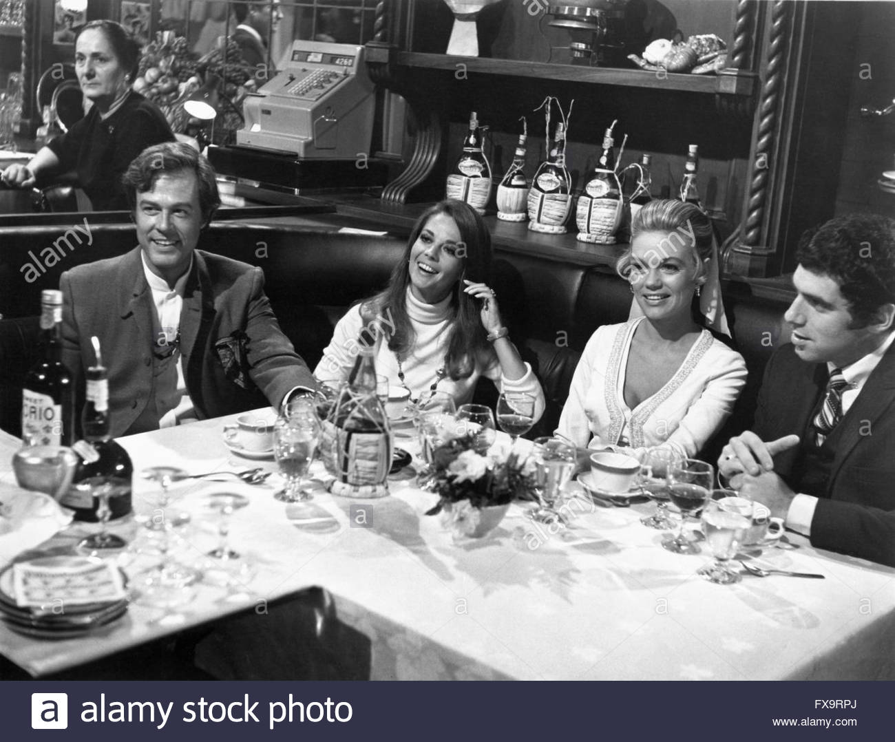 BOB & CAROL & TED & ALICE (1969), directed by Paul Mazursky.  Pictured:   Robert Culp, Dyan Cannon, - Stock Image