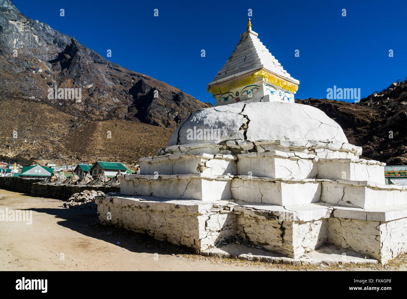 Stupa of the village of Khumjung, damaged by the earthquake in 2015, Khumjung, Solo Khumbu, Nepal - Stock Image