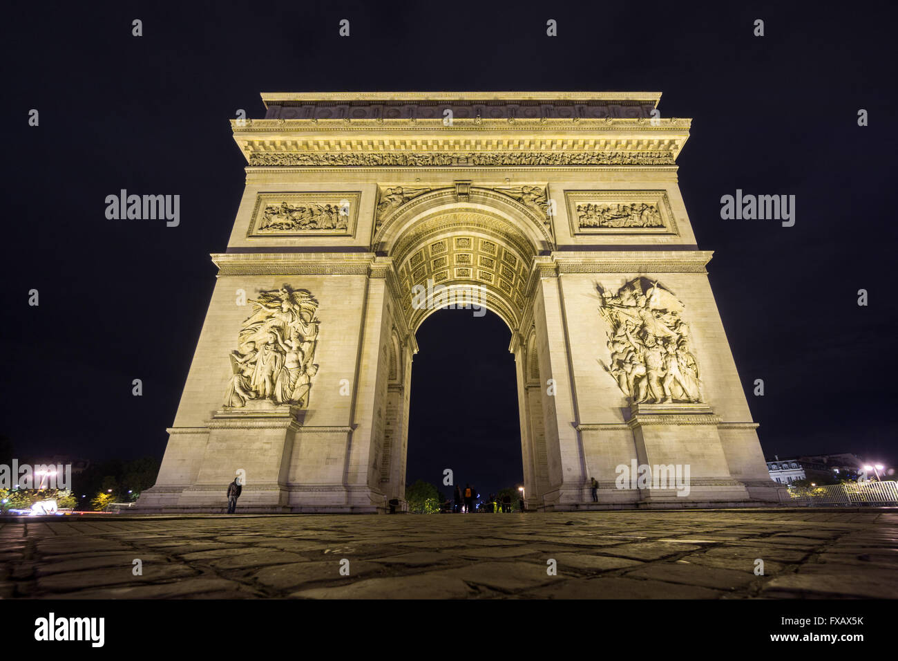 Wide Arc de Triomphe at night - Stock Image
