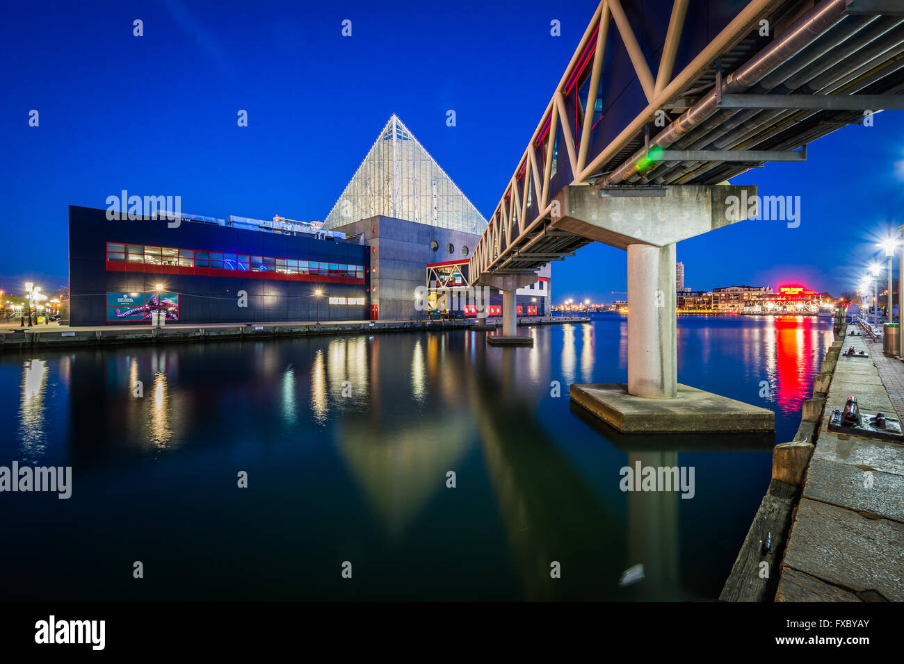 The National Aquarium at night, in Baltimore, Maryland. - Stock Image